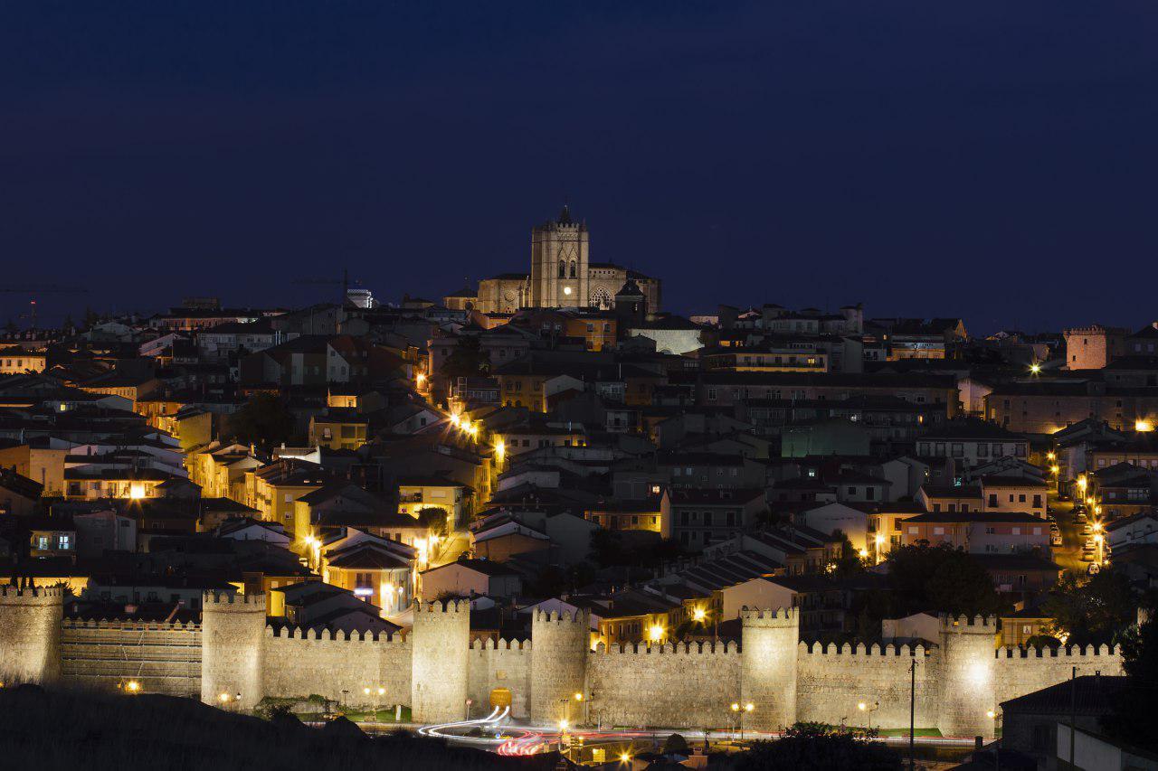 Авила ночью Андалусия Культурный досуг: топ-5 испанских городов ЮНЕСКО 10