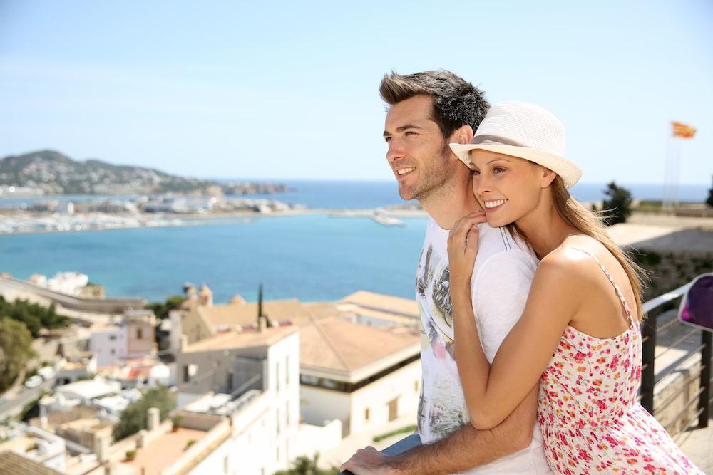Сколько стоит жить в испании в месяц недвижимость недорого оаэ